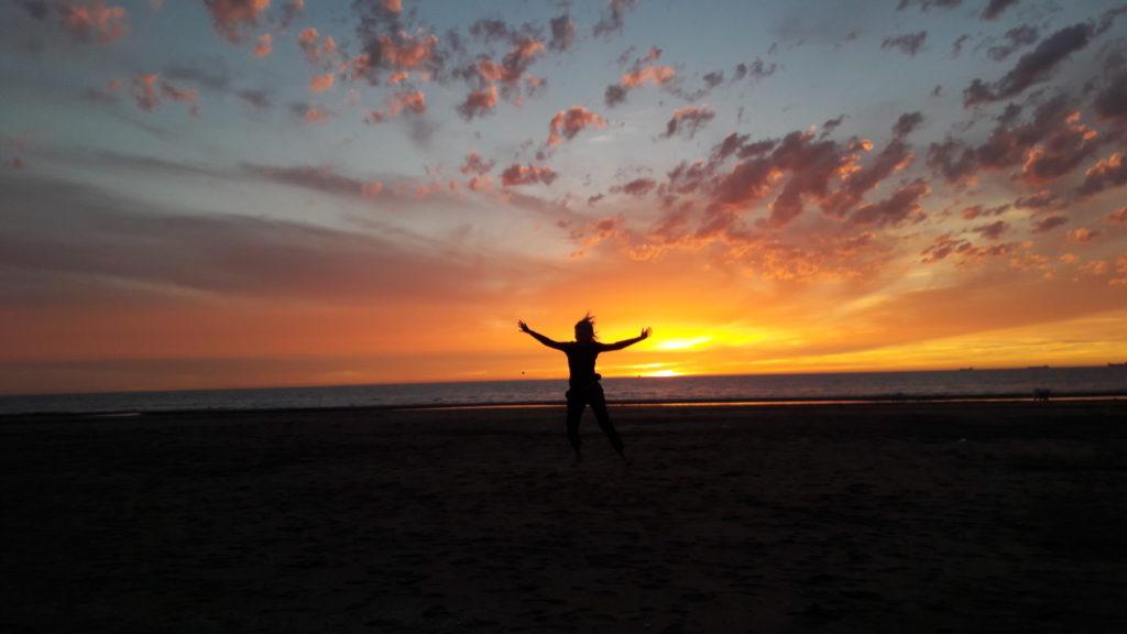 leven-in-goud-windkracht-mee-strand-springen-marieke-van-riel
